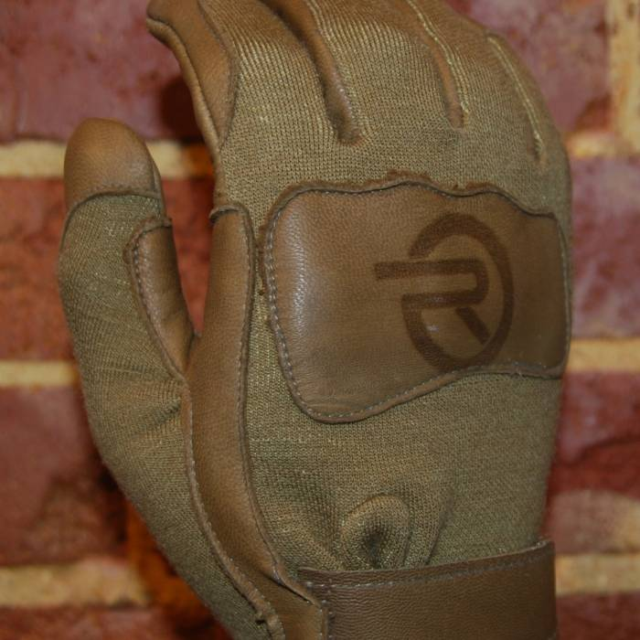 SHOOTERS GLOVE WITH TXT